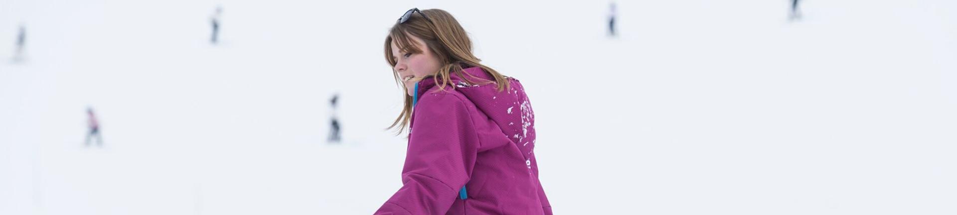 Girl Working Skifamille